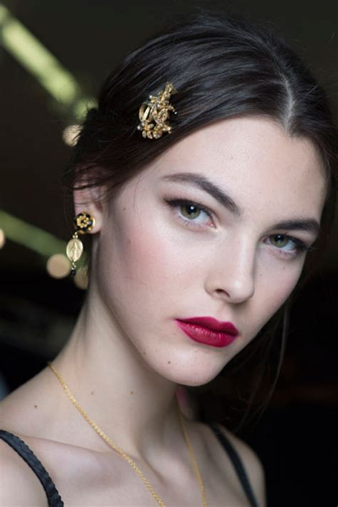 fall look 2015 dolce gabbana beauty fall winter 2015 2016 2017 makeup trends by covergirl