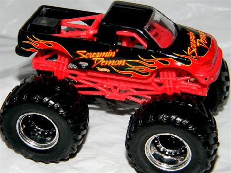 diecast monster jam trucks wheels monster jam gun slinger 44 70 1 64 diecast