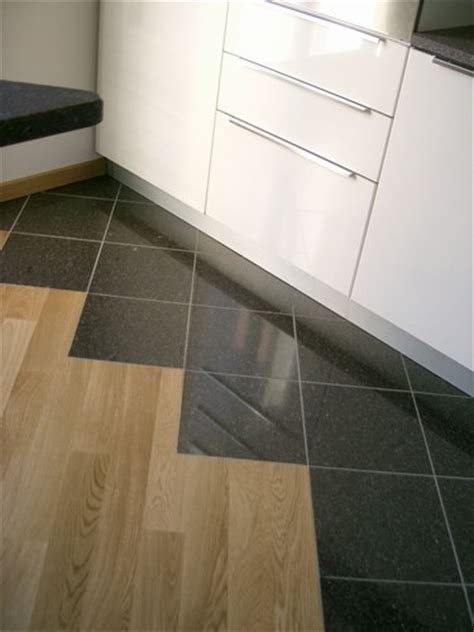 parquet e piastrelle forum arredamento it pavimento cucina mix tra parquet e