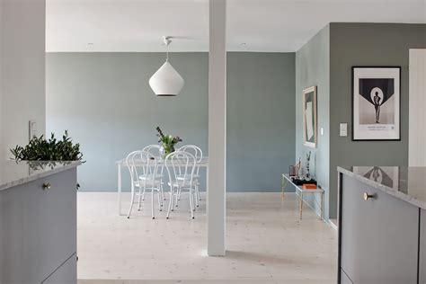 arredare mansarda open space mansarda open space con tonalit 224 grigio verde e cucina in