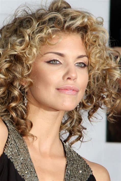short curly hairstyles ideas  women magment