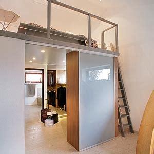 kleiderschrank platzsparend hochbett mit integriertem begehbaren kleiderschrank alle