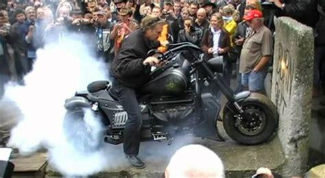 Bosshoss Bike Video by Boss Hoss Burnout Reifenplatzer Youtube