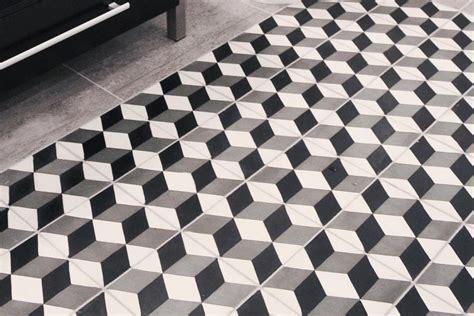 Nomor Rumah Kayu Minimalis Black N White 27 motif keramik lantai terbaru 2018 lagi ngetrend dekor