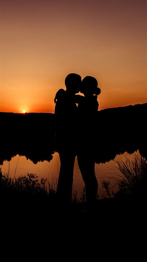wallpaper romantic kiss couple sunset hd  love