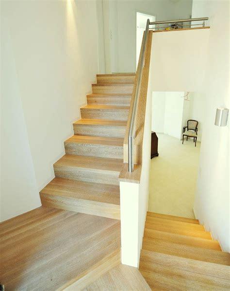 Podesttreppe Mit Wand by Treppe Mit Br 252 Stung Und Handlauf Bauen