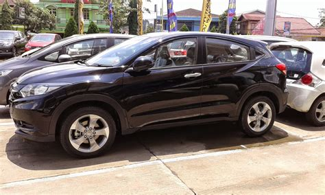 Honda Hrv 1 5 E A honda hrv 1 5 e cvt indonesia fiat world test drive