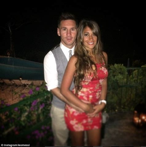 messi and wife lionel messi and girlfriend antonella roccuzzo holiday