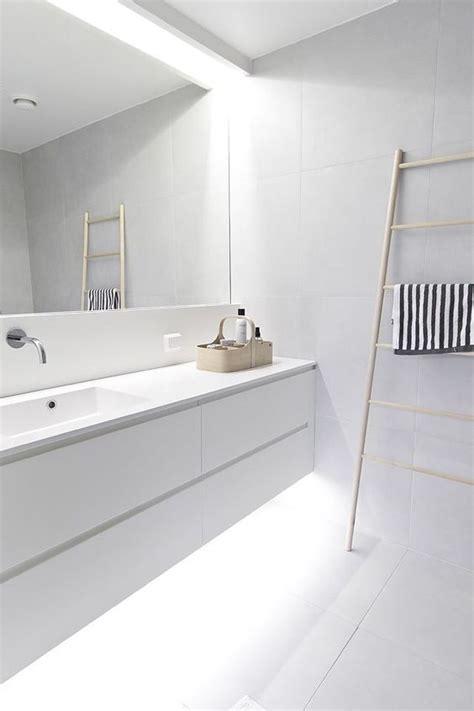 illuminazione bagno con faretti illuminare un bagno cieco con strisce e faretti a led