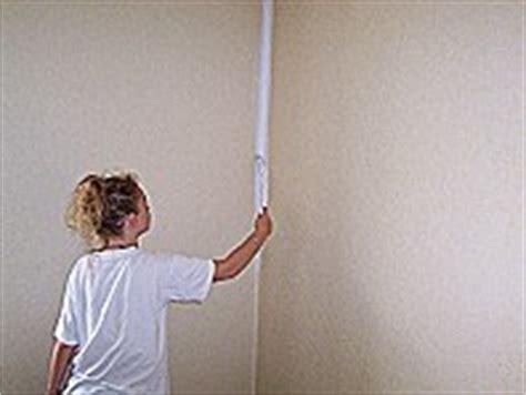 Verputzte Wand Tapezieren by W 228 Nde Und Decken Streichen Die Heimwerkerseite De