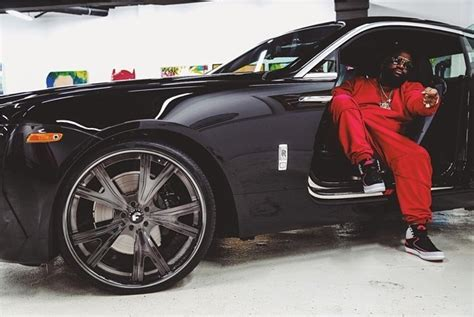 rolls ross rick ross throws some wheels on his wraith