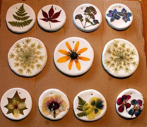 hojas secas de masa de sal manualidades infantiles manualidades infantiles con flores secas pequeocio