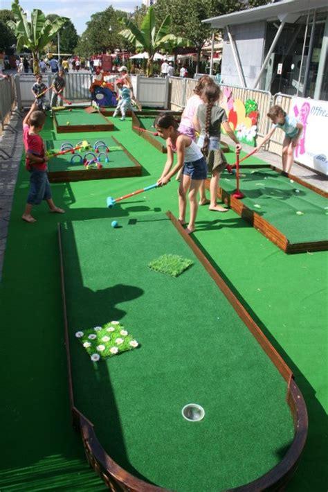 Parcours de golf itinérant pour enfants.