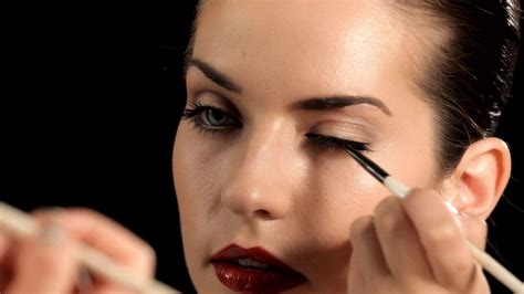 Eyeshadow Dan Eyeliner antara eyeliner dan eyeshadow mana yang dipulas pertama