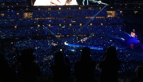 taylor swift concert wristbands 2018 students travel to arlington for taylor swift s 1989 world
