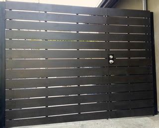 horizontal driveway gate contemporary exterior los