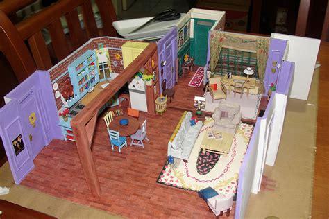 modelo en miniatura del apartamento de monica de la serie