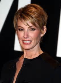 faith hill hair cuts 2015 why did faith hill cut her hair new style for 2016 2017