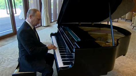 putin plays  piano   unintentional