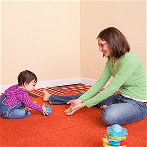 Play Baby Healt encourage baby s physical development 9 12 months