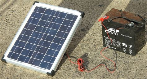 Lu Emergency Solar Cell 20w trickle feed solar panel kit with 5m lead attached to alligator mickey australia