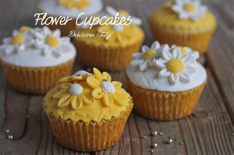 fiori pasta zucchero cupcakes con fiori in pasta di zucchero