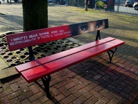 casa circondariale significato inaugurata una panchina rossa contro la violenza sulle
