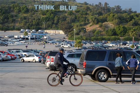 dodger stadium parking  shuttle options true blue la