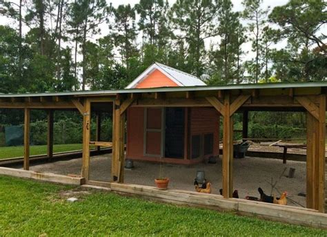 Chicken Coop Decorating Ideas by 17 Best Ideas About Chicken Coops On Chicken