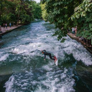 Surfer München Englischer Garten Adresse surfen wellenreiten eisbach in m 252 nchen das offizielle