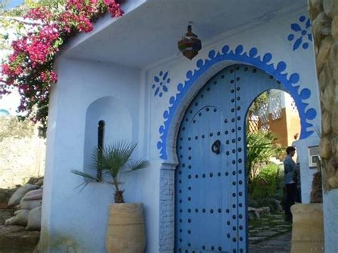 wonderful Front Door Paint Colors Pictures #3: outdoor-home-decorating-front-door-decoration-moroccan-style-chefchaouen-morocco-10.jpg