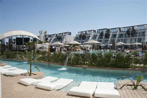 swim up rooms ibiza pool outside swim up suite bild rock hotel ibiza playa d en bossa tripadvisor