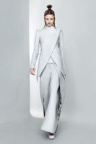 futuristic style paris fashion week futuristic fashion at gareth pugh