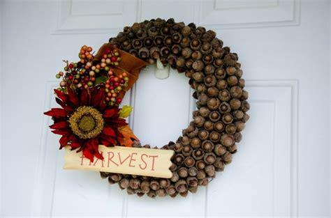 Diy Gartendeko Herbst by Herbst Deko Mit Eicheln Tuerkranz Diy Idee Blume Beeren