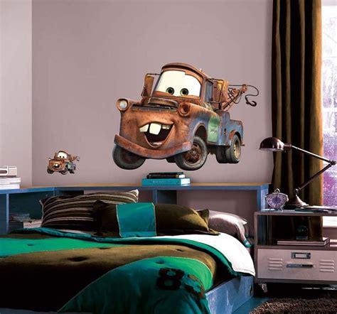 wandsticker kinderzimmer cars wandsticker disney cars abschleppwagen mater real