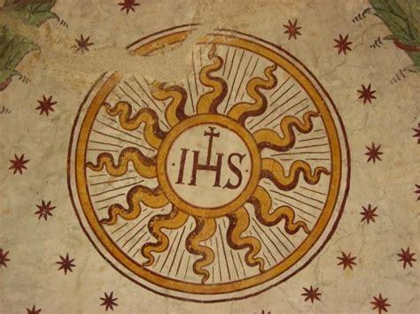 simbolo gesuiti ihs s 237 j 233 zus nev 233 nek 220 nnepe 233 s az ihs monogram