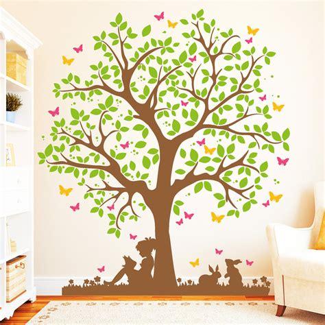 Wandtattoo Baum Babyzimmer by Baum Mit M 228 Dchen Auf Wiese 4farbig Wandtattoo
