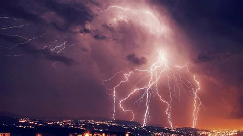 thunderstorm striking android wallpapers ultra hd lightning strikes wallpapers wallpaper studio 10 tens