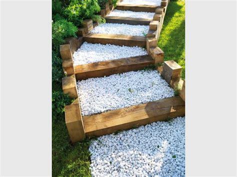 xtiles terrasse awesome une alle en gravier et traverses en bois with