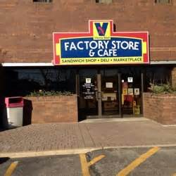Ls Factory Outlet by Vienna Beef Factory Store And Deli 70 Billeder