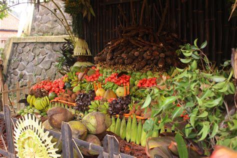 filosofi dekorasi upacara suraan kampung adat cirendeu budaya indonesia