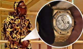 mayweather watch floyd mayweather shows off his new flashy watch on twitter