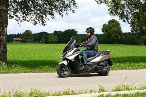 Versicherung Motorrad 300ccm by Roller Fahrbericht Kymco Downtown 300i Der Schnellste