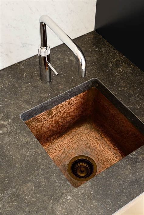 Hammered Copper Kitchen Sinks 25 Best Ideas About Hammered Copper On Copper Sinks Country Kitchen Sink And