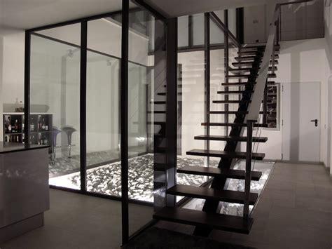 Un Patio En Santa Cruz Sevilla Foto Patio Interior Escalera De Sans Arquitectes 301263