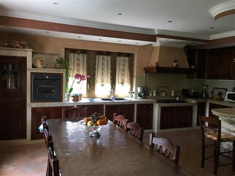 piani cottura in muratura cucina in muratura con penisola piano cottura ribassato