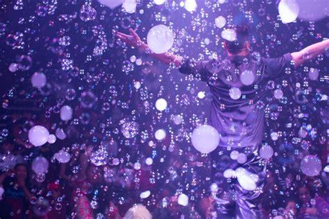 fan yang bubble show home gazillion bubble show