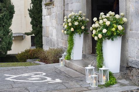 lanterne con candele fiorista per matrimonio in chiesa sul lago maggiore