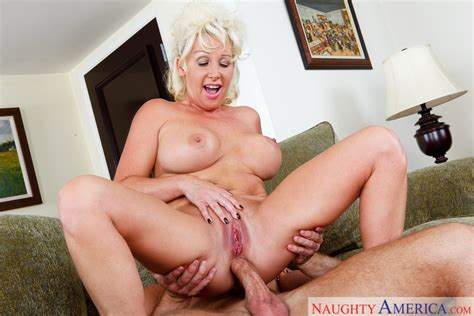 Joanna Storm And Bill Bailey In Seduced By A Cougar