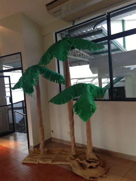 como hacer una palmera de papel palmeras decoracion fiesta jungla piratas pinterest